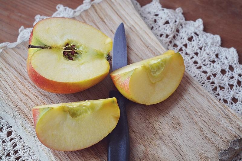 Sałatki i surówki z jabłek