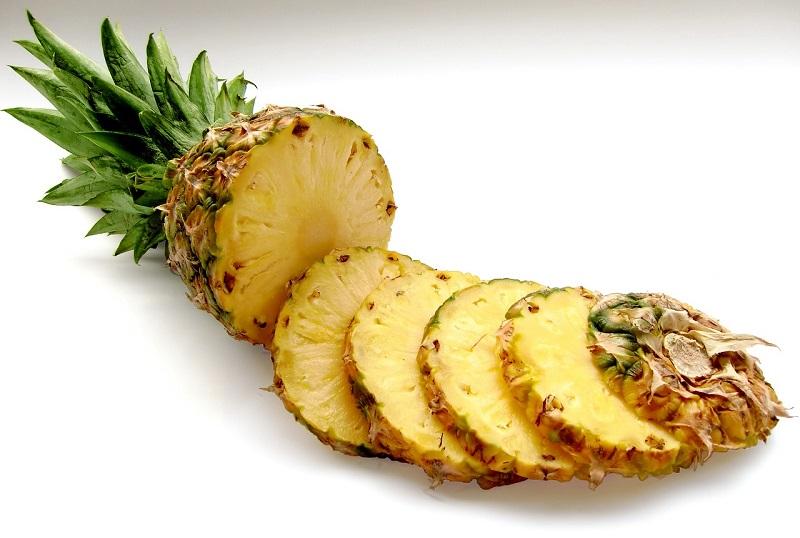 Sałatki i surówki z ananasem